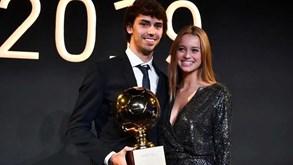 A gala do Golden Boy: namorada de João Félix encanta, Benfica presente e uma selfie especial