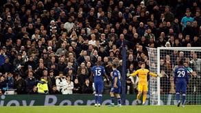 Tottenham expulsa adepto que atirou caneca em direção a Kepa
