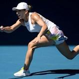 Simona Halep vence Anett Kontaveit e está nas meias-finais