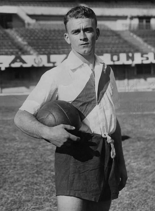 Alfredo Di Stéfano - Uma figura incontornável da his´toria do Real Madrid, tendo conquistado a Bola de Ouro em 1957 e 1959. Di Stéfano vestiu a camisola merengue entre 1953 e 1964 até aos seus 38 anos. Depois, saiu para o Espanyol.