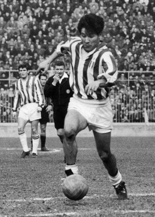Omar Sivori - O avançado argentino, que passou por clubes como River Plate, Juventus e Nápoles, conquistou a Bola de Ouro em 1961, ao serviço da 'Vecchia Signora'. Acabou a carreira profissional em 1968, com 33 anos.