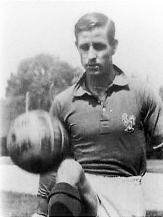 Raymond Kopa - Vencedor da Bola de Ouro em 1958, Raymond Kopa estava em França, aos 35 anos, ao serviço do Reims. No ano seguinte, retirou-se do futebol profissional.