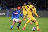 Piqué saiu lesionado do Nápoles-Barcelona, da Liga dos Campeões