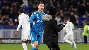 Insólito: Adepto invadiu relvado e Cristiano Ronaldo desatou a correr atrás dele