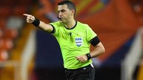 Árbitro do Atalanta-Valencia acusa negativo à Covid-19
