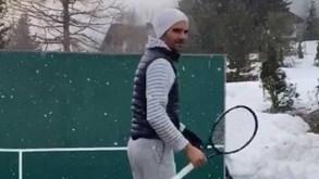 Roger Federer 'treina' na neve