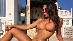 Modelo italiana da Playboy assume que troca mensagens com jogador do Manchester United