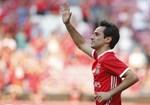 Jonas - Permaneceu no Benfica até a sua carreira não dar mais. Fustigado por lesões, o avançado brasileiro foi um das maiores figuras do futebol encarnado na história recente do clube, onde marcou 137 golos e fez 42 assistências num total de 183 jogos.