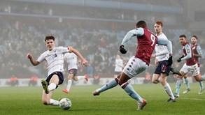 Liverpool-Aston Villa: campeão procura esquecer goleada