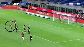 Cristiano Ronaldo 'picou' Ibrahimovic no penálti: sueco marcou, respondeu e acabou a sorrir