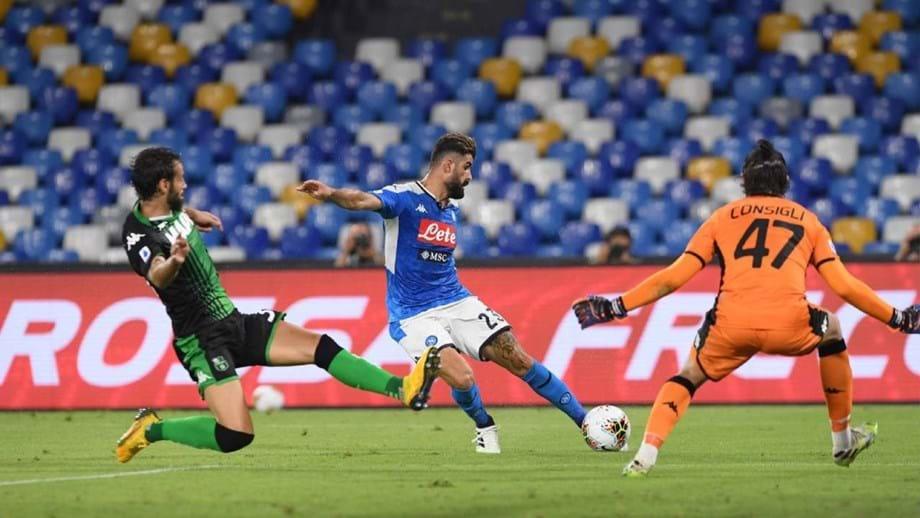 Nápoles vence a Sassuolo em jogo marcado por quatro golos anulados pelo VAR