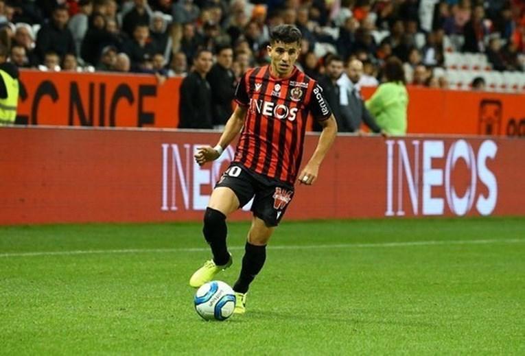 8. Youcef Atal - 4.2 regates.  El internacional argelino, en 18 ocasiones, fue prueba de Niza, el club al que se trasladó a principios de esta temporada, por tres millones de euros.  En 14 juegos, Youcef Atal anotó un gol e hizo dos asistencias.