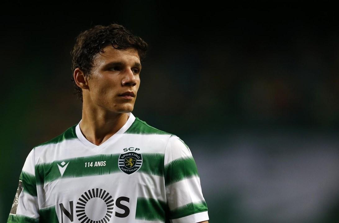 Eduardo Quaresma (Sporting) - 'Entrado de rompante na linha defensiva de três do Sporting de Rúben Amorim, o jovem de 18 anos encarou o futebol sénior como um jogador cheio de experiência. Enorme potencial'.
