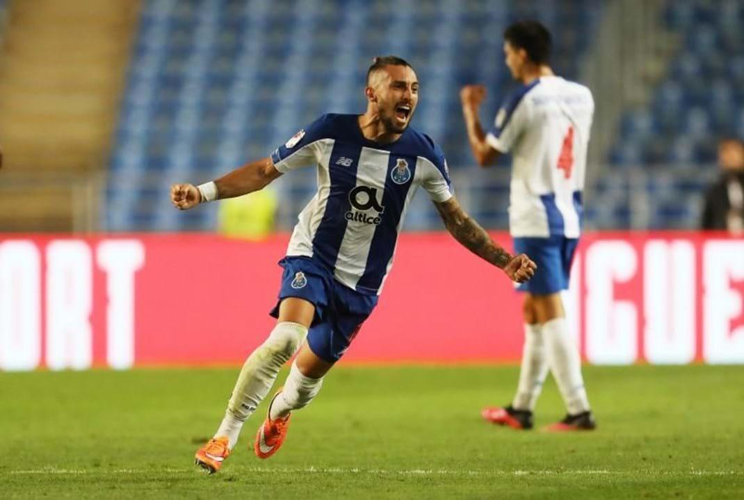 Alex Telles (FC Porto) - 'Disparou o FC Porto para o título de campeão a partir da lateral esquerda, ao chegar às dezenas de golos e ainda a várias assistências. Eficiente no plano defensivo, será vendido por uma verba elevada no verão'