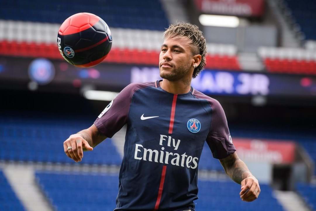 Neymar - Chegou do Santos em 2013 por 88 milhões de euros. Saiu em 2017 para o PSG numa transferência recorde de 222 milhões.