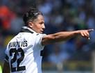 Bruno Alves (Parma) - 'Aos 38 anos, o bastante experiente campeão europeu tem 96 internacionalizações e é um ícone no seu país. Deve seguir para uma terceira época no Parma'.