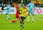 Raphael Guerreiro (Borussia Dortmund) - 'Nascido na academia francesa de Clairefontaine, tem dinamismo, bom uso da bola e é uma ameaça em frente à baliza de qualquer lugar'.