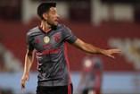 Pizzi (Benfica) - 'Com um incrível registo de 29 golos em 47 jogos, o versátil médio foi um modelo de consistência numa temporada para esquecer para as águias'.