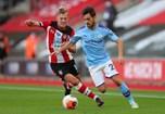 Bernardo Silva (Man. City) - 'Com um excelente equilíbrio, um pé esquerdo delicioso e uma impecável visão de jogo, o futuro tanto do Manchester City como de Portugal está em mãos seguras neste versátil médio'