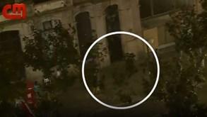 Adepto do FC Porto sprinta para fugir à polícia nos Aliados mas acaba imobilizado