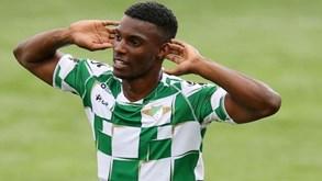 Fábio Abreu espreita saída do Moreirense