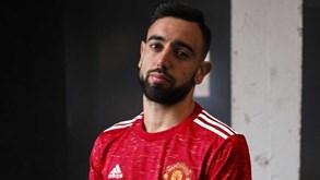 Manchester United apresenta equipamento principal para 2020/21
