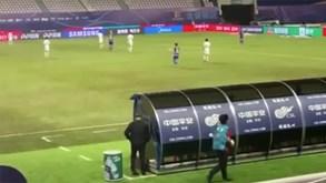 Insólito na China: a equipa estava a jogar tão mal que Rafa Benítez... até virou costas ao jogo