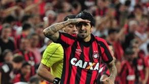 'Já vejo o Messi ali ao fundo': Lucho é o 2º argentino com mais títulos