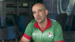 Daniel Neri: Técnico português faz história no Brasil