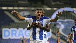 Torino pondera oferta por Soares
