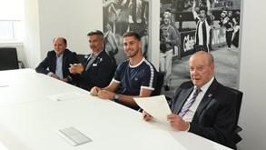 Ao lado de Pinto da Costa e Vítor Baía: FC Porto apresenta novo guarda-redes