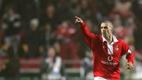 Há 15 anos: Simão Sabrosa estava certo no Liverpool... mas Benfica jogou cartada decisiva