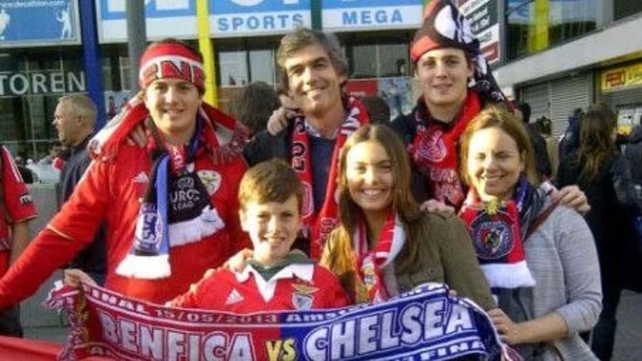 Noronha Lopes com a mulher e os filhos antes da final da Liga Europa de 2013 em Amesterdão