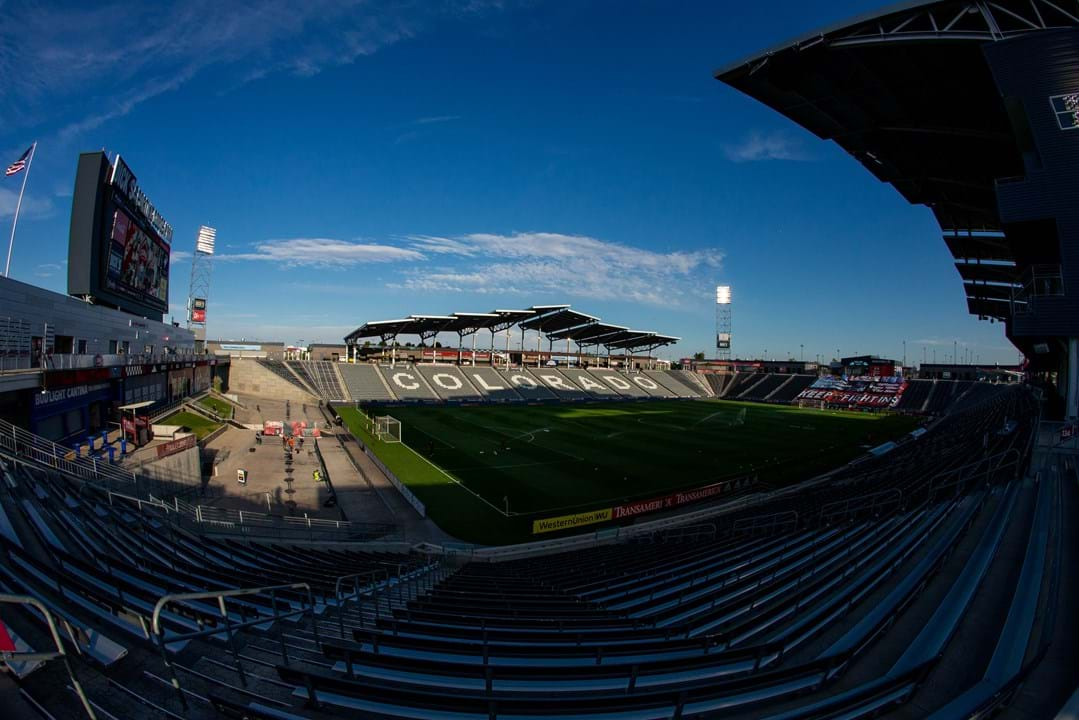 Dick's Sporting Goods Park (Colorado Rapids) - O nome escolhido pode não ter sido o mais feliz, mas a verdade é que o Colorado Rapids lucrou com o negócio de naming do seu próprio estádio, nome esse que pertence à rede de lojas 'Dick's', fundada em 1948 nos Estados Unidos da América.