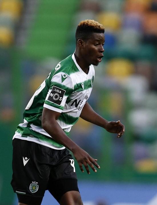 Doumbia - Os representantes do médio estão a avaliar propostas de clubes das cinco principais ligas europeias, onde é praticamente certo que Doumbia irá prosseguir a carreira,