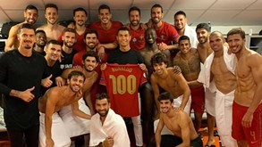 Após ultrapassar os 100 golos pela Seleção, Ronaldo mostra camisola especial e deixa mensagem