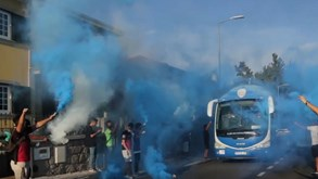 Feirense recebido em festa pelos adeptos na chegada ao Estádio Marcolino de Castro