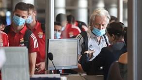 As imagens do Benfica ao deixar a Grécia após a derrota com o PAOK