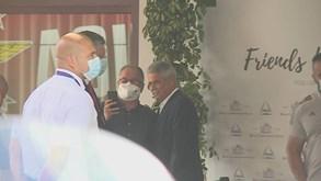 Sorrisos e até algumas fotos: as primeiras imagens de Luís Filipe Vieira após acusação na Operação Lex