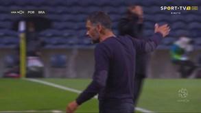 Sérgio Conceição irritado no lance do 2.º golo do Sp. Braga (que seria anulado)