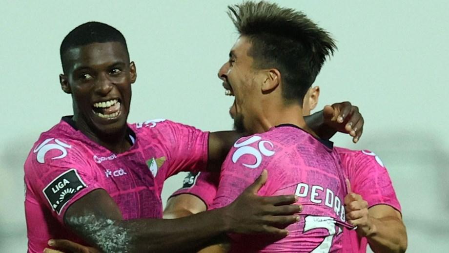 A crónica do Moreirense-Farense, 2-0: Cónegos resolvem no tempo certo