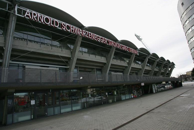 Arnold Schwarzenegger Stadium, atualmente conhecido por UPC Arena (SK Sturm Graz e Grazer AK) - O reconhecimento do famoso ator e antigo governador norte-americano mereceu o nome de um dos estádios da cidade de Graz, na Áustria, país que viu Schwarzenegger.