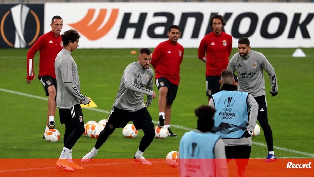 Photo of Taarabt reserva lugar no onze do Benfica | Record