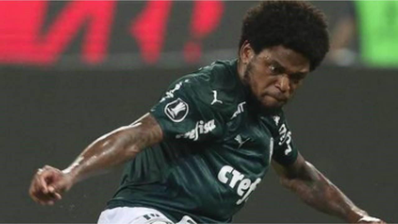 Luiz Adriano obrigado a celebrar título do Palmeiras no hospital
