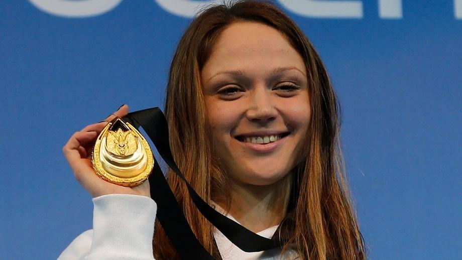 Nadadora bielorrussa vende ouro mundial para apoiar atletas que enfrentam  repressão - Natação - Jornal Record