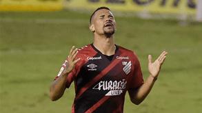 Athletico Paranaense-Red Bull Bragantino: equipa de António Oliveira com teste de fogo